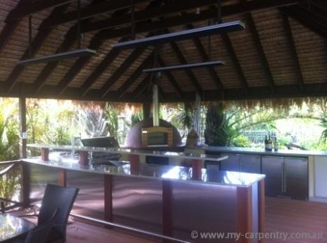 Bali_Hut_Outdoor_kitchen_Pizza_Oven